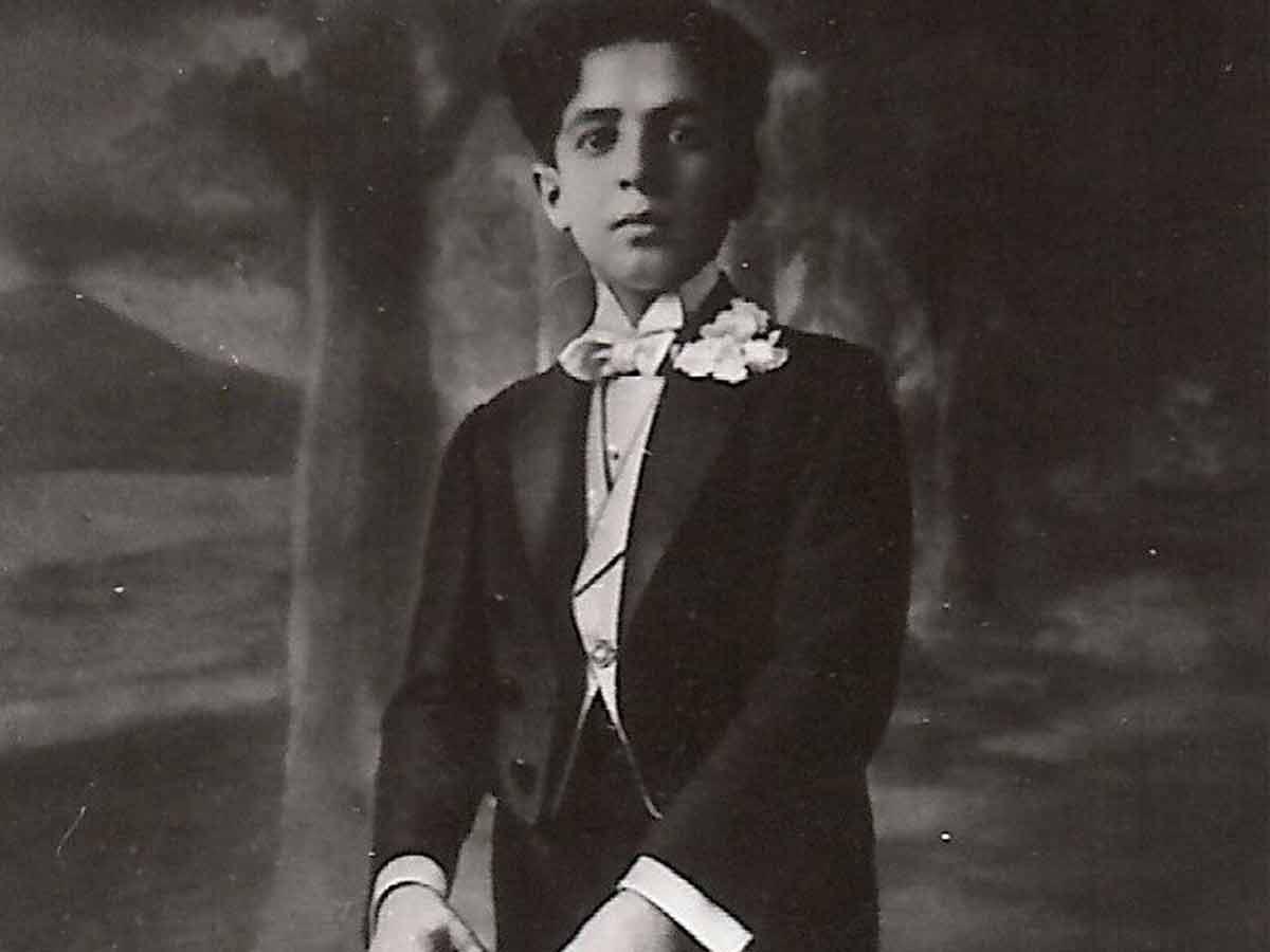 Nino Taranto in scena da giovane